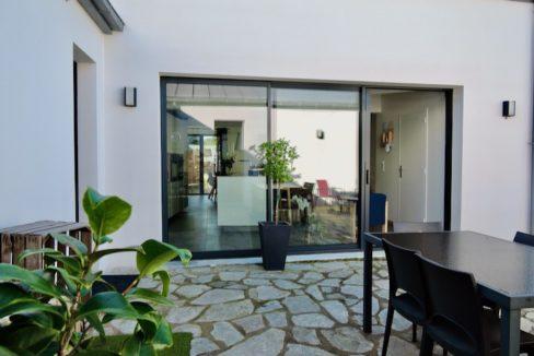 V116-Angle patio (vers cuisine)