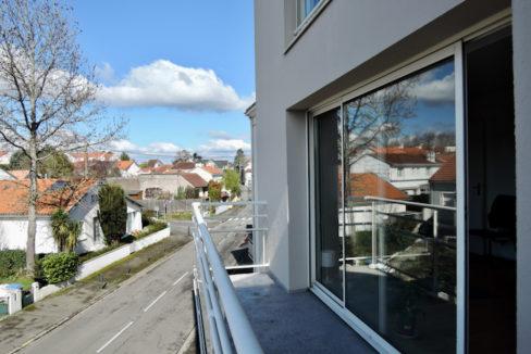 V121-Balcon vers rue D
